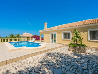 Villa Dénia, Costa Blanca, 6  personnes, 2 cuisines, garage, parking, belle vue. - Denia vacation rentals