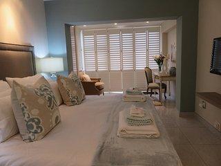 Cozy 2 bedroom Summerstrand Condo with Television - Summerstrand vacation rentals