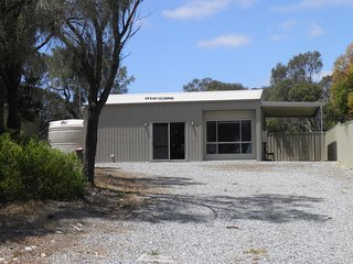 Bright 2 bedroom Coffin Bay Bungalow with Television - Coffin Bay vacation rentals
