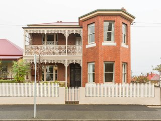 Nice 3 bedroom Hobart House with Internet Access - Hobart vacation rentals