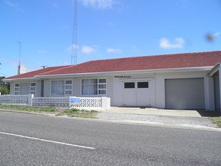 Cozy 3 bedroom House in Coffin Bay with Washing Machine - Coffin Bay vacation rentals