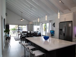 Nice Condo with Internet Access and A/C - Seven Mile Beach vacation rentals
