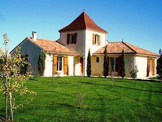 Maison Larnolia sfeervolle vakantiewoning met privé zwembad en Wifi - Saint-Medard-d'Excideuil vacation rentals