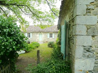 Charming Family Farmhouse with Pool - Monflanquin vacation rentals