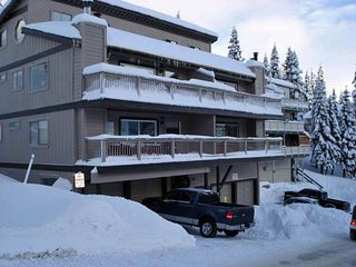 Ski In/Out on Stagecoach Run at Heavenly!  New Years open!  Sleeps 20! - Stateline vacation rentals