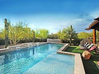 NORTH SCOTTSDALE SPA RETREAT: Sleeps 19+, Heated Pool, Spas, Outside Living Room - Scottsdale vacation rentals