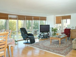 Gorgeous 2 bedroom flat , great location - Kingston vacation rentals
