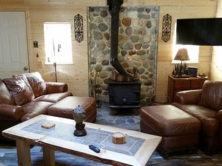 Chester's Cabin, Charming, Updated, A/C, Wifi, Fishing, Hiking, Ski & Mt Rainier - Packwood vacation rentals