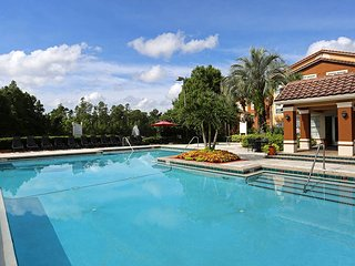 Enjoy your stay in Livingroom + Complimentary Breakfast & Dinner - UCF Orlando - Union Park vacation rentals