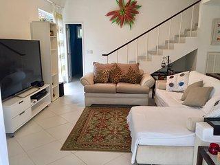 Charmosa Casa em Condomínio de Luxo. - Angra Dos Reis vacation rentals