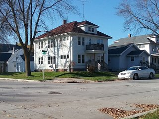 Budget 2BR Lower in Sheboygan's Gateway District - Sheboygan vacation rentals