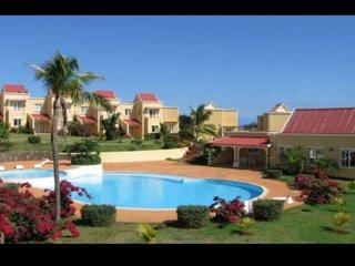 """Duplex """"Résidence Beau Soleil"""" avec piscine, grand jardin et tennis. - Albion vacation rentals"""