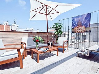 RF.2 | Arc Triomf Tapias Pool II - Barcelona vacation rentals