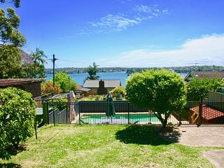 Bundeena Base - Beaches, BBQ & Pool - Bundeena vacation rentals