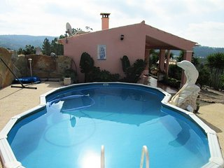 Sunny, 1-bedroom house in Alte near Albufeira with a swimming pool and gorgeous mountain views! - Alte vacation rentals