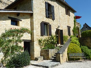 Lovely Gite with Washing Machine and Balcony - Castelnaud-la-Chapelle vacation rentals