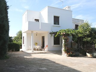 Villa Grande Giardino - sandy beach at 350 m walking distance -pets allowed - Torre Santa Sabina vacation rentals