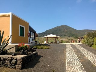 Romantic 1 bedroom Cottage in Linosa with Balcony - Linosa vacation rentals