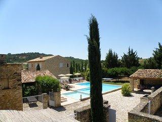 Propriété de charme 4 maisons en pierre et piscine - Rustrel vacation rentals