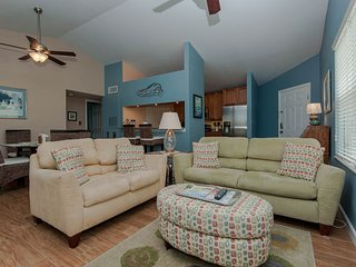 Luxury condo overlooking gorgeous pool - Clearwater vacation rentals