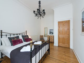 Contemporary and comfortable two bed apartment, short walk to Arthurs Seat - Edinburgh vacation rentals
