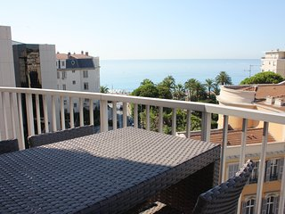 Le France: 4 beds flat sea view, garage, terrace, ac, wifi at 50m from the sea - Nice vacation rentals