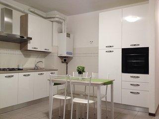bilocale MI-MB  4 posti letto animali ammessi - Sesto San Giovanni vacation rentals
