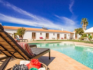 Fantastic Farmhouse with pool for rent near Lagos - Sargacal vacation rentals