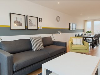 Fantastic 2 Bedroom Apartment in the City - Glasgow vacation rentals