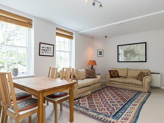 Peaceful family flat by Thames River, Battersea - London vacation rentals