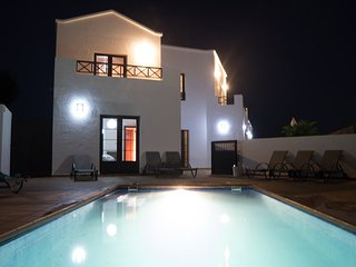 Luxury villa, secluded heated pool, wifi, aircon, Oasis de Nazaret, Lanzarote - Nazaret vacation rentals