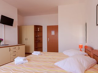 Apartment Davor Tomaš A/2+1 Nr.6 - Brela vacation rentals