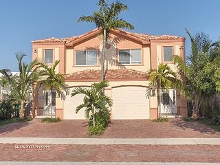 Beautiful town home, steps to the beach - Lauderdale by the Sea vacation rentals