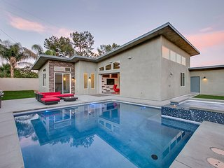 'Mesquite' Midcentury Inspired, Modern, Private Pool & Spa, Mountain Views - Palm Springs vacation rentals