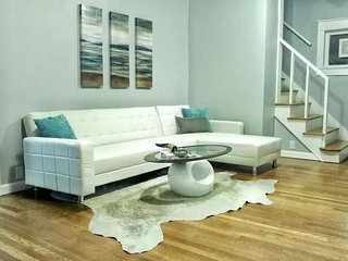 Westport Chic, perfect for groups - Kansas City vacation rentals