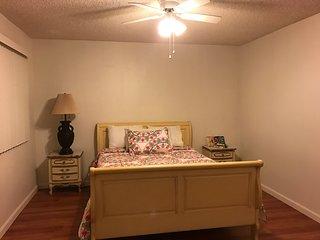 Huge 2BD/ BATH. Apt. fully furnished in Glendale - Burbank vacation rentals