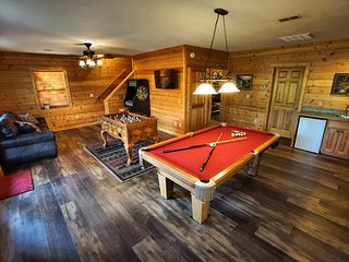 Perfect Pigeon Forge Location NO FIRE DAMAGE Game Rm HotTub Hoedown Hideaway - Pigeon Forge vacation rentals