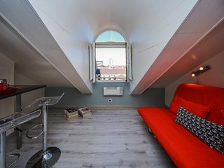 Bright House with Internet Access and Television - Torino vacation rentals