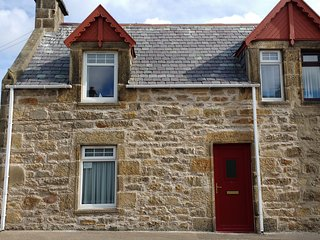 Clavie Cottage - Sea views over the Moray Firth FREE WiFi - Burghead vacation rentals