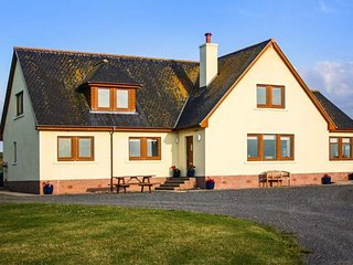 CORSEWALL CASTLE FARM LODGES, stunning detached property, two ground floor bedrooms, WiFi, woodburner, Kirkcolm, Ref 947014 - Kirkcolm vacation rentals