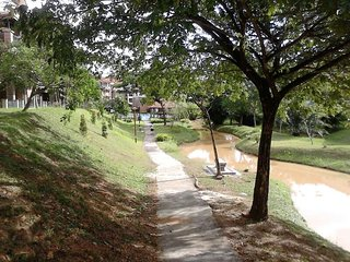 Cozy Resort Apartment Near Curve, IKEA & One Utama - Petaling Jaya vacation rentals