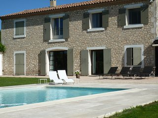 Very charming Rental quiet area St Remy, nice garden, heated swimming pool, AC - Saint-Remy-de-Provence vacation rentals
