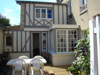 Nice House with Internet Access and Central Heating - Arromanches-les-Bains vacation rentals