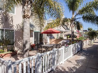 Private Bayside Getaway with Large Patio, Family and Pet Friendly - Mission Beach vacation rentals