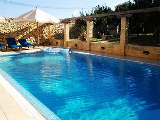 Superb Imgarr Farmhouse - 3 Bedroom Air-condition - Outdoor Pool - Jacuzzi - Mgarr vacation rentals