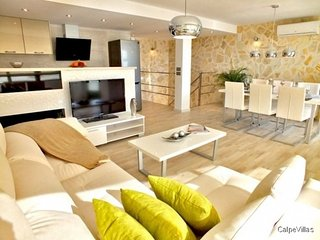 New Luxury boutique apartment with Wifi, SKY TV, air con, sea views & amenities - Calpe vacation rentals