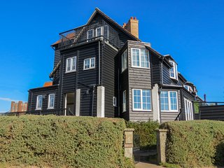 6 The Benthills - Stunning house located on Thorpeness sea front - Thorpeness vacation rentals