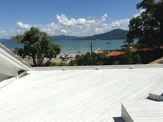 Casa na Praia do Forte em Floripa - Jurere vacation rentals