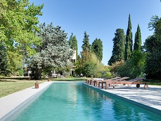 Charm and authenticity in the Alpilles - Mouries vacation rentals