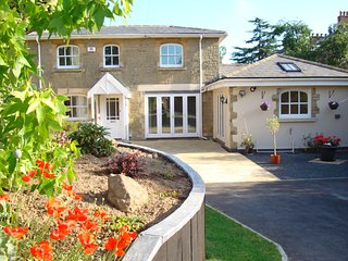 Newly available Cottage close to centre of Malvern with parking and gated garden - Malvern vacation rentals